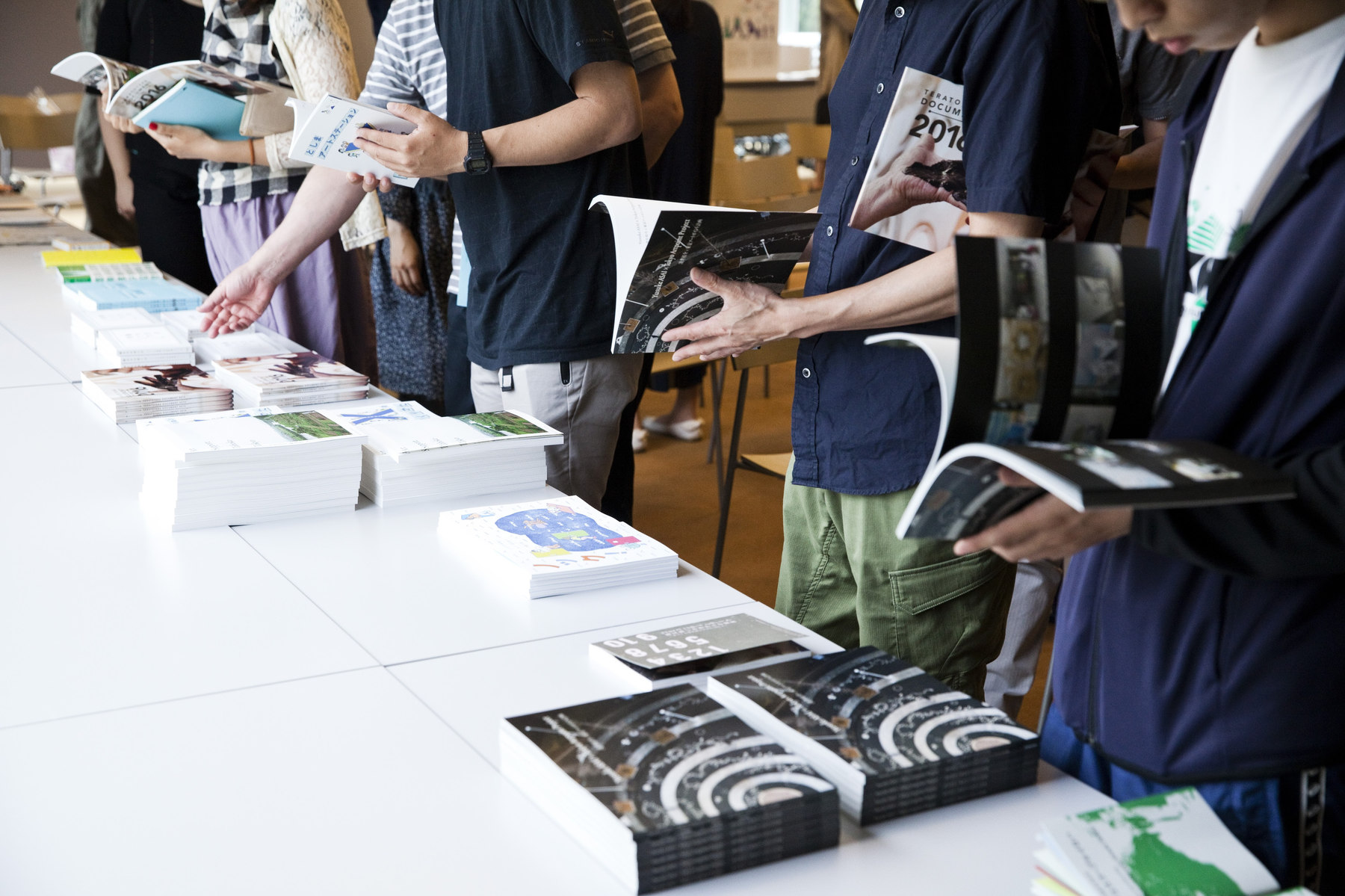 東京アートポイント計画やTokyo Art Research Labから生まれた成果物。過去8年間で発行した冊子・印刷物は200冊以上。